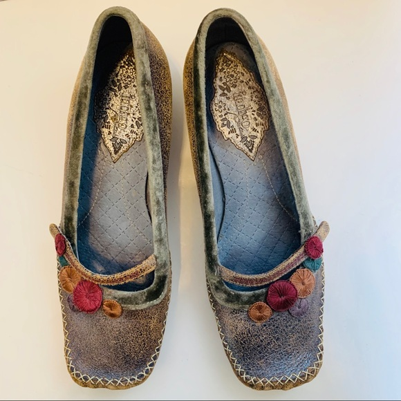 5700b0606f Clarks Shoes   Indigo Sz 7 Distressed Leather Kitten Heel   Poshmark